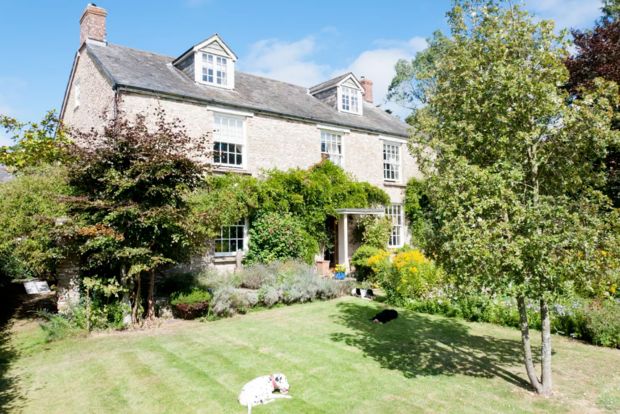 Beautiful Airbnbs That Can Double as Wedding Venues: Quiet English farmhouse