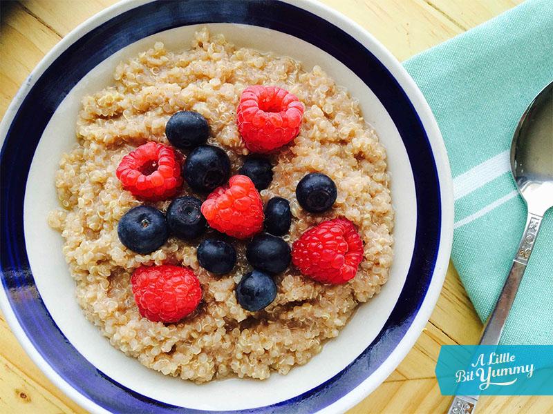 Quinoa porridge with berries