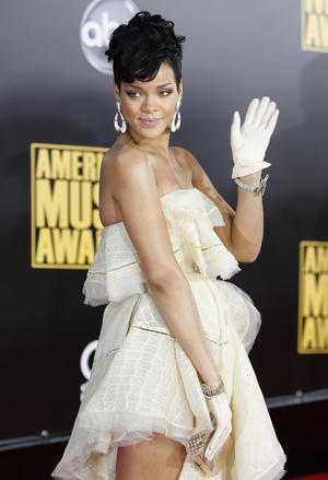 Rihanna dazzles at the AMAs