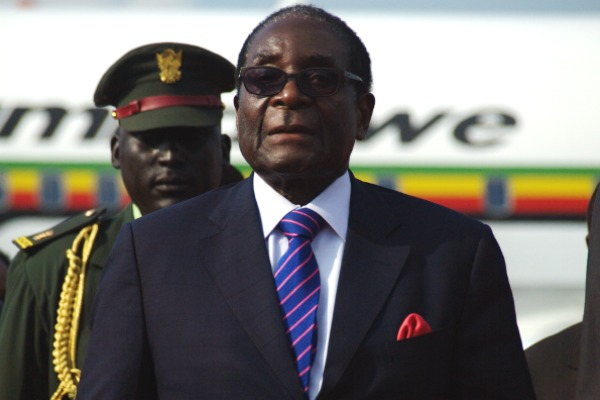 Robert Mugabe falls on the red carpet and Twitter goes ballistic