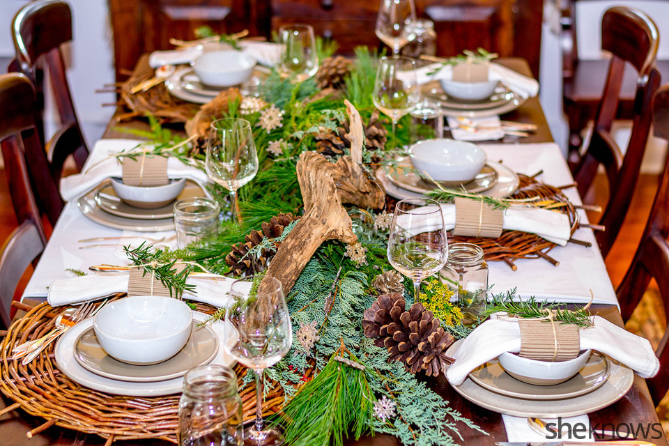 Rustic holiday table setting: The Centerpiece | Sheknows.com