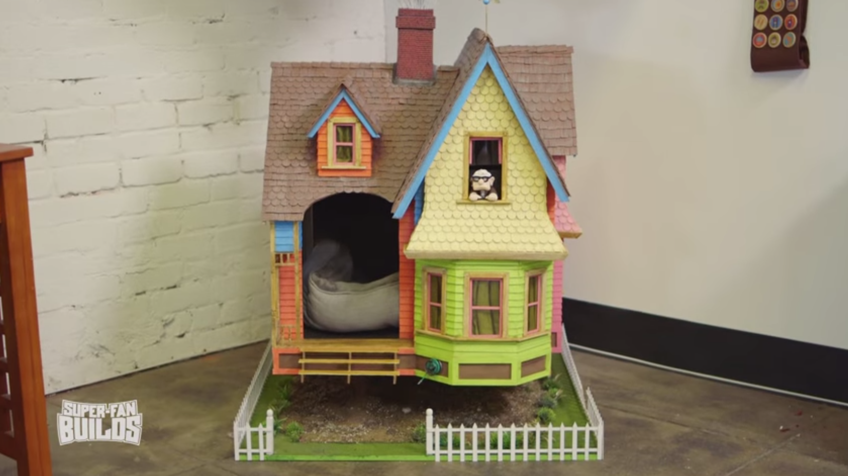 Doghouse from Up replica