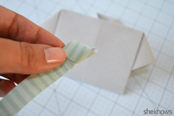 Father's Day shirt card: Tying a tie knot
