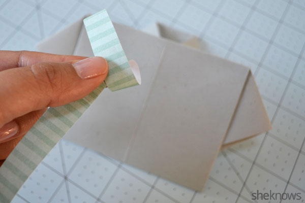 Father's Day shirt card: Loop paper to make a tie