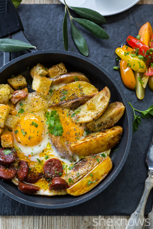 Skillet-potatoes-chorizo-and-garlic-croutons-vertical