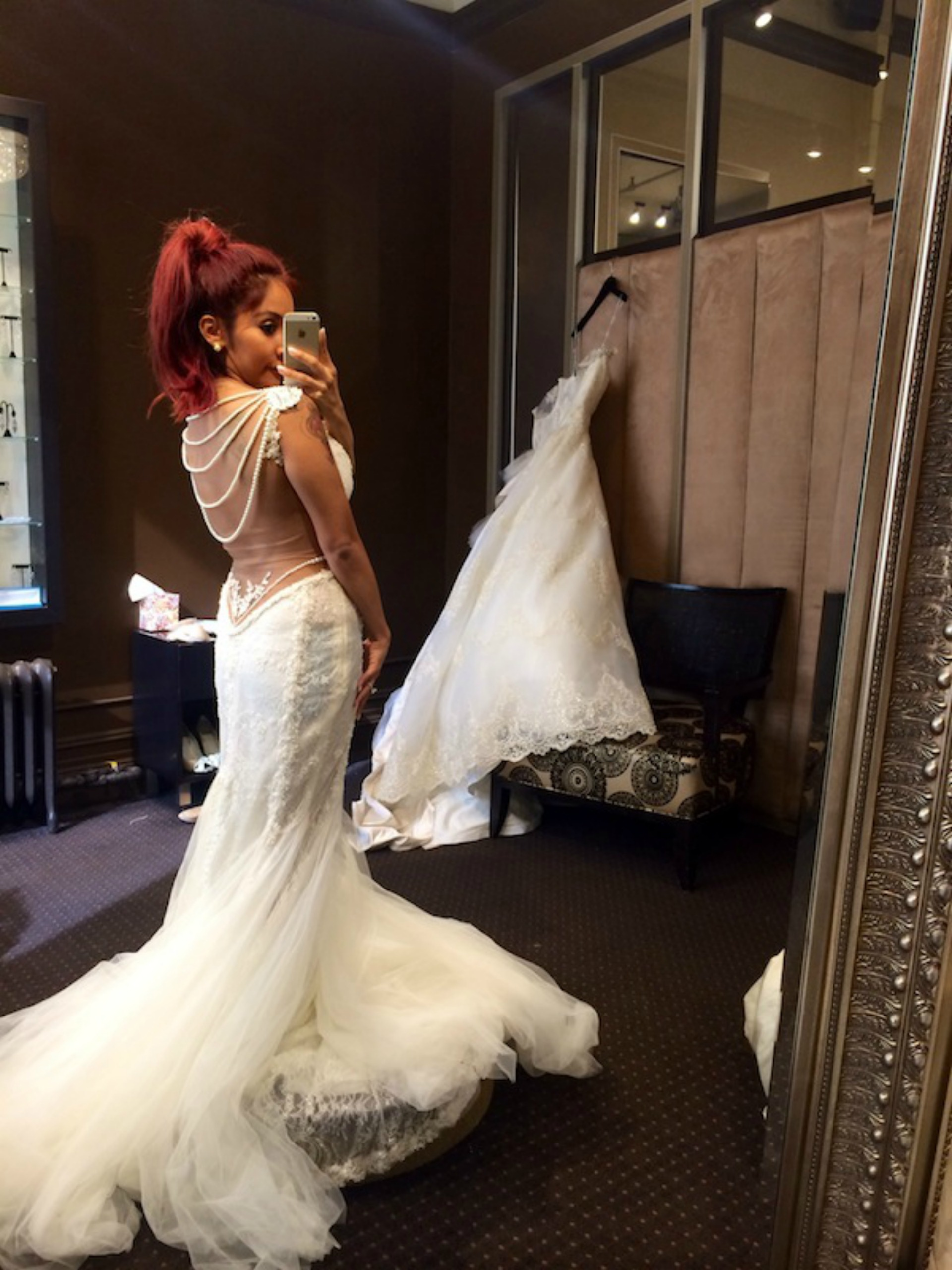 Snooki shares picture of herself in wedding dress via her blog