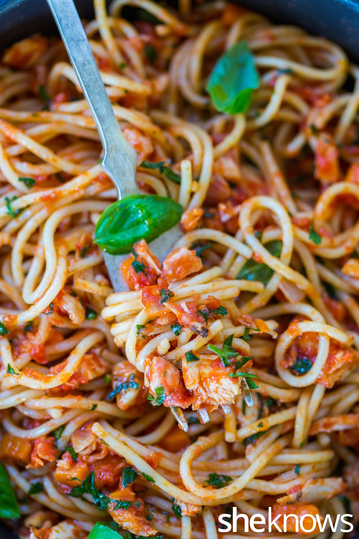 Spaghetti-with-leftover-chicken-rotisserie-ragu
