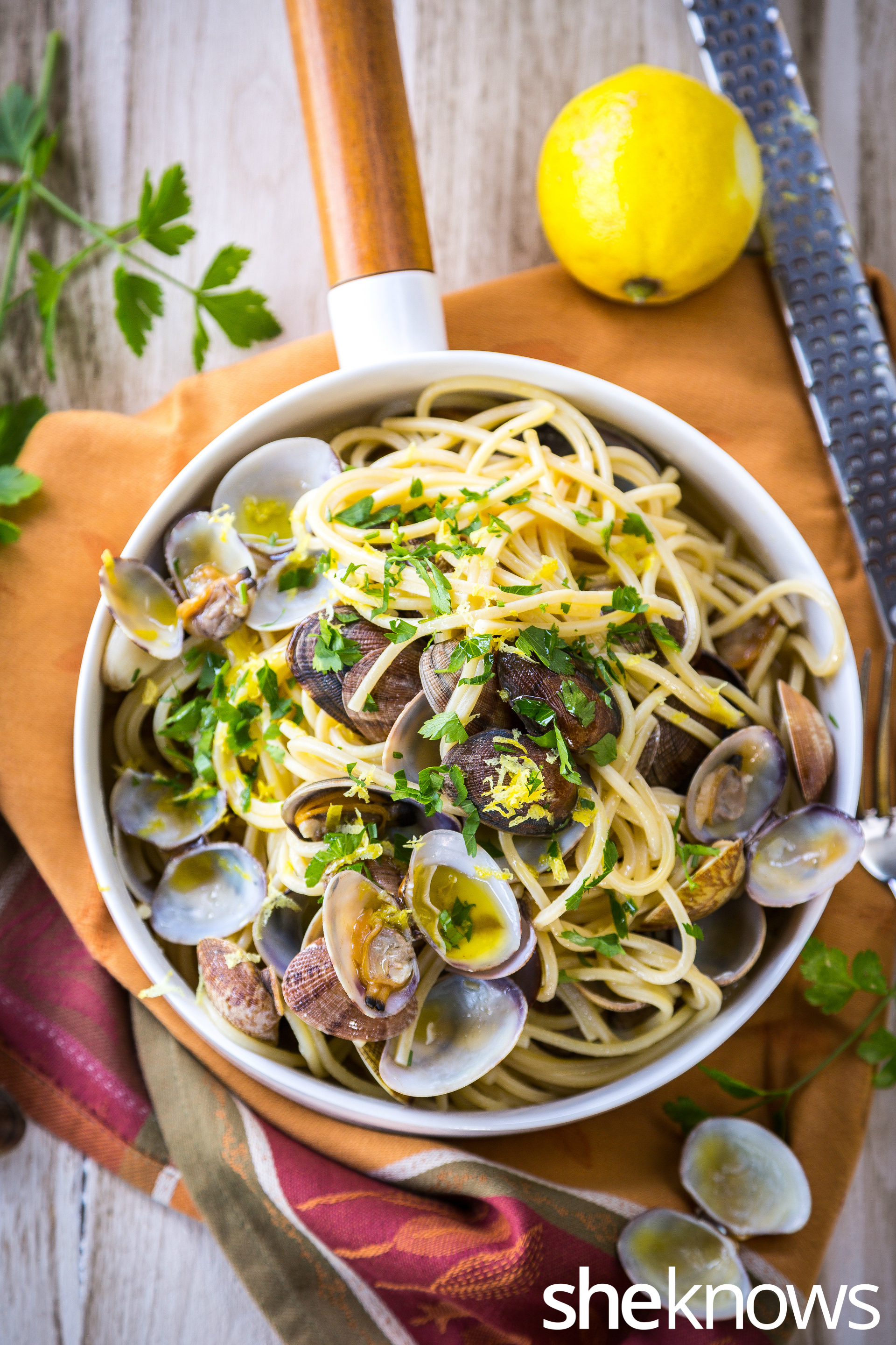 Spaghetti-with-vongol-lemon-zest-and-rosè-wine-top