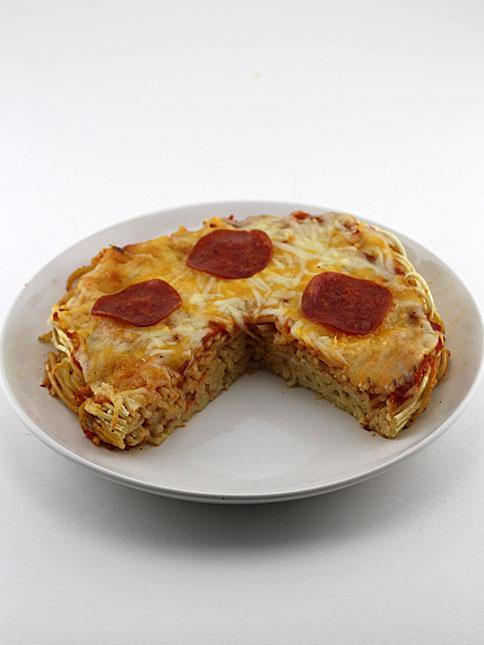 spaghetti crust pizza