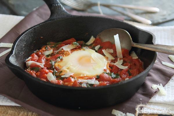 Spicy tomato egg skillet