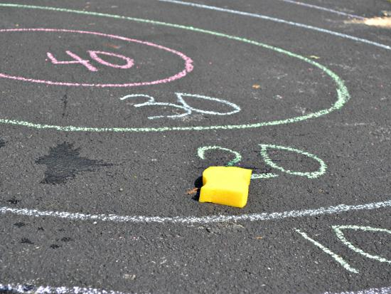 Sponge bullseye toss | Sheknows.com