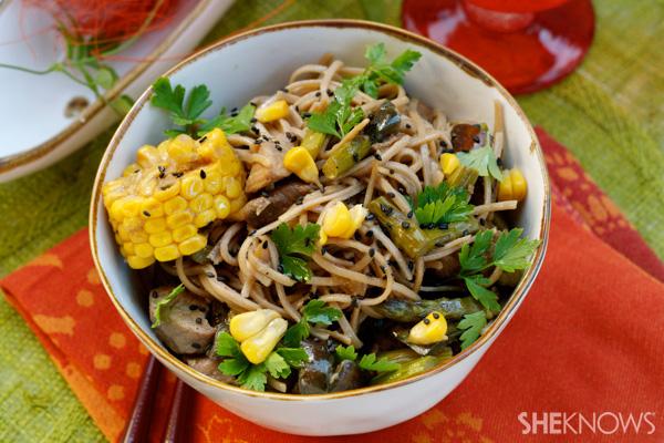 Stir-fry soba noodles with pork and vegetables