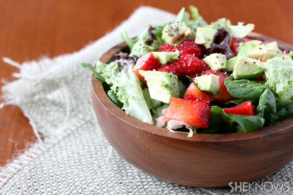 Strawberry salad wth poppyseed dressig