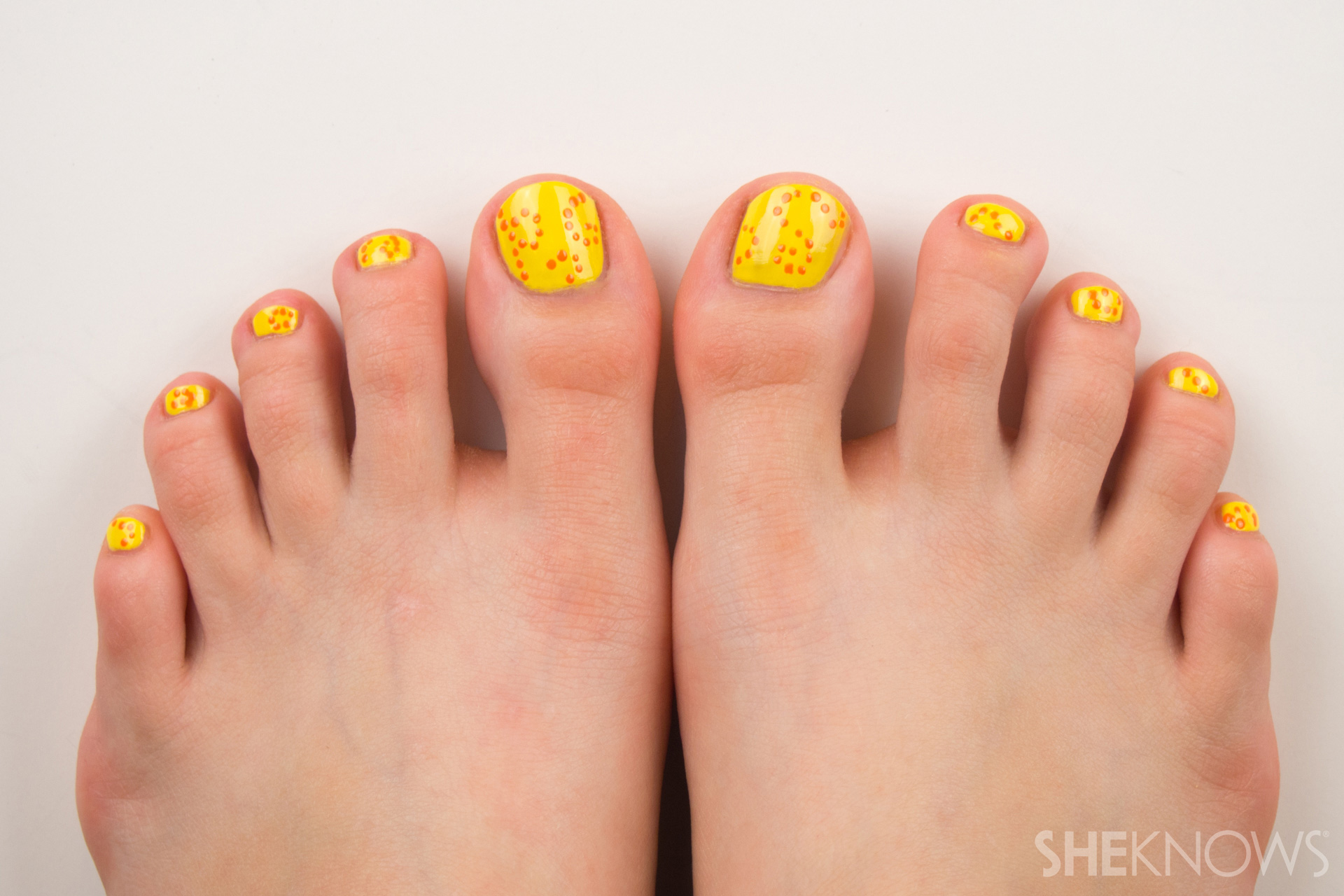 Swirl pedicure for summer