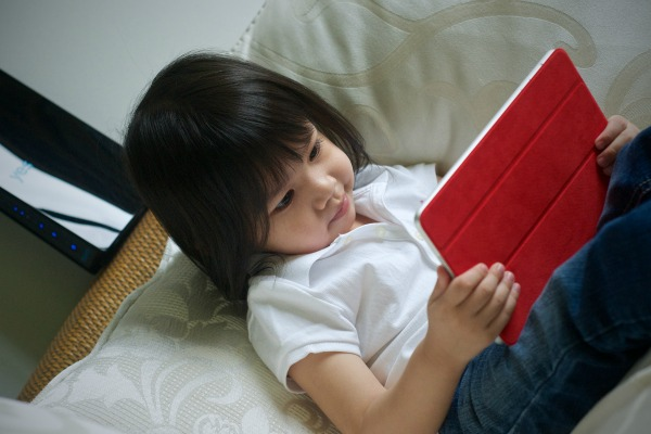 Should Australia ban kids from using electronic devices?
