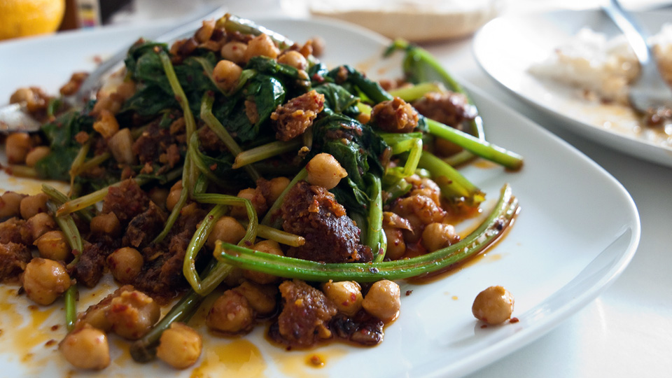 Tofu with spinach and chickpeas recipe