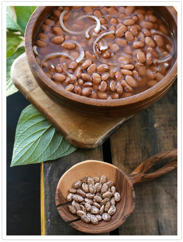Freshly made beans (frijoles de la olla)