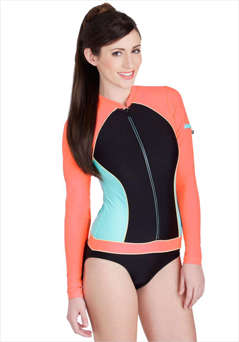 How to swimming a wear costume