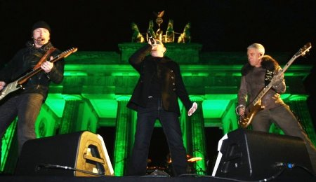 U2 perform where once stood The Berlin Wall