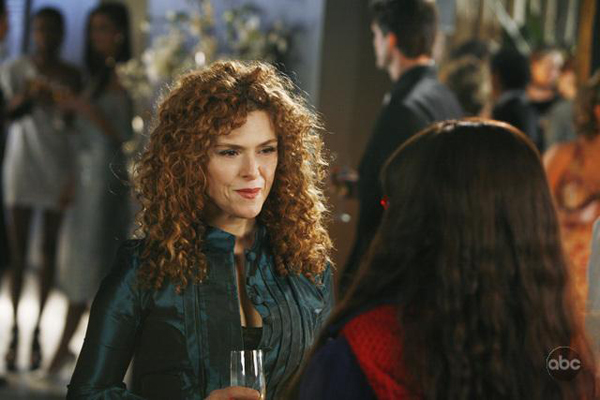 Bernadette Peters visits America Ferrera on Ugly Betty