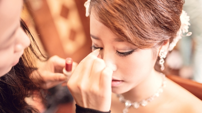 8 Things your wedding makeup artist