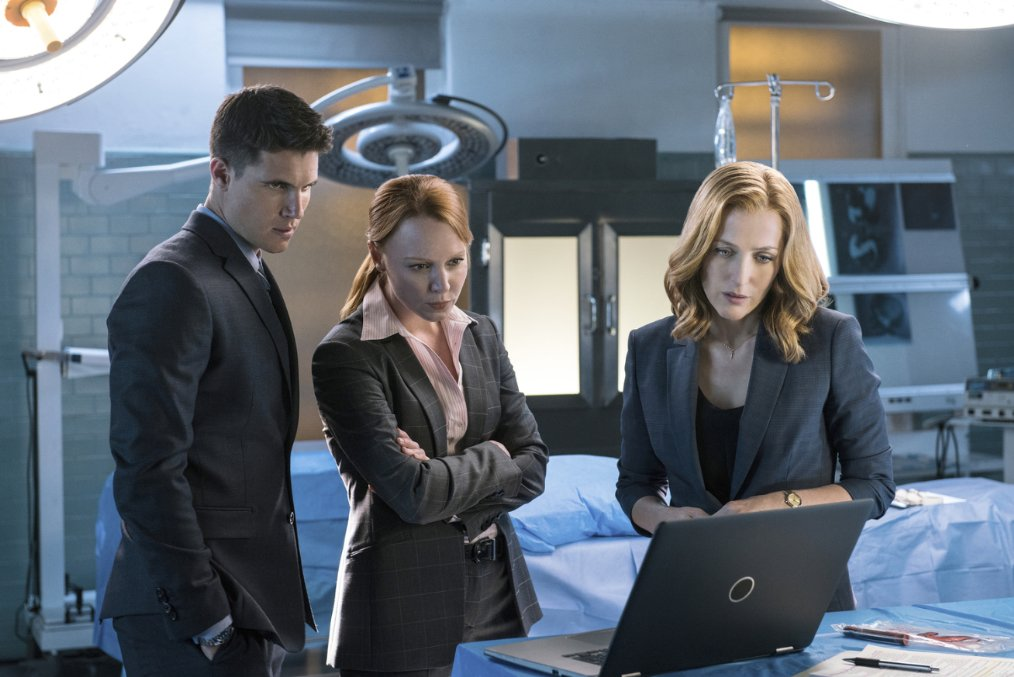 Gillian Anderson, Lauren Ambrose and Robbie Amell in The X-Files