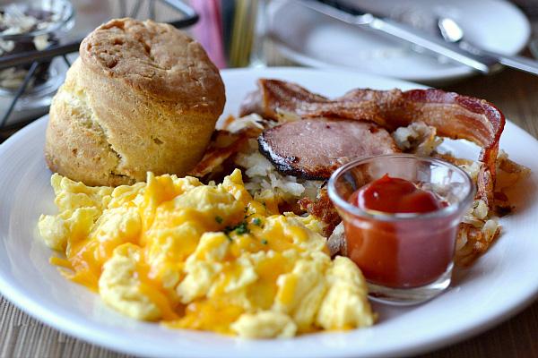 breakfast at salish lodge