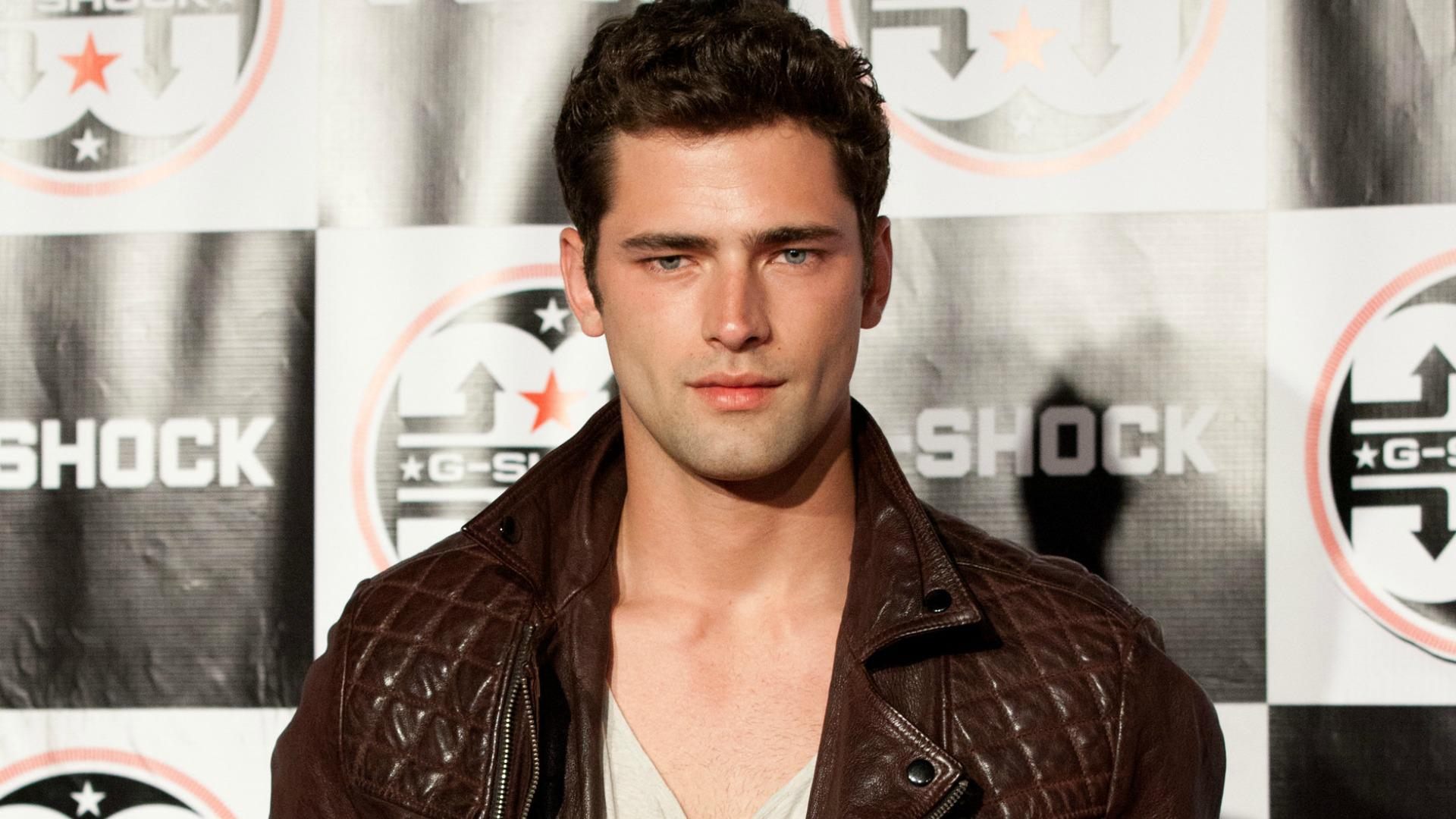 14 Gifs Of The Hot Guy Sean O Pry In Taylor Swift S Blank Space