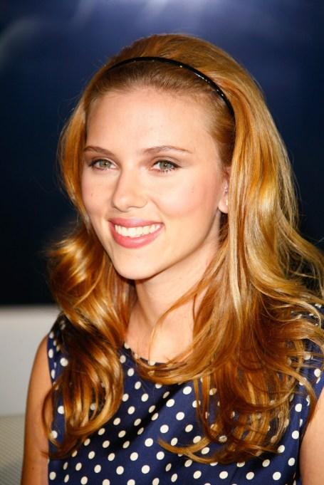 Celebrity Inspired Ways To Wear A Headband | Scarlett Johansson