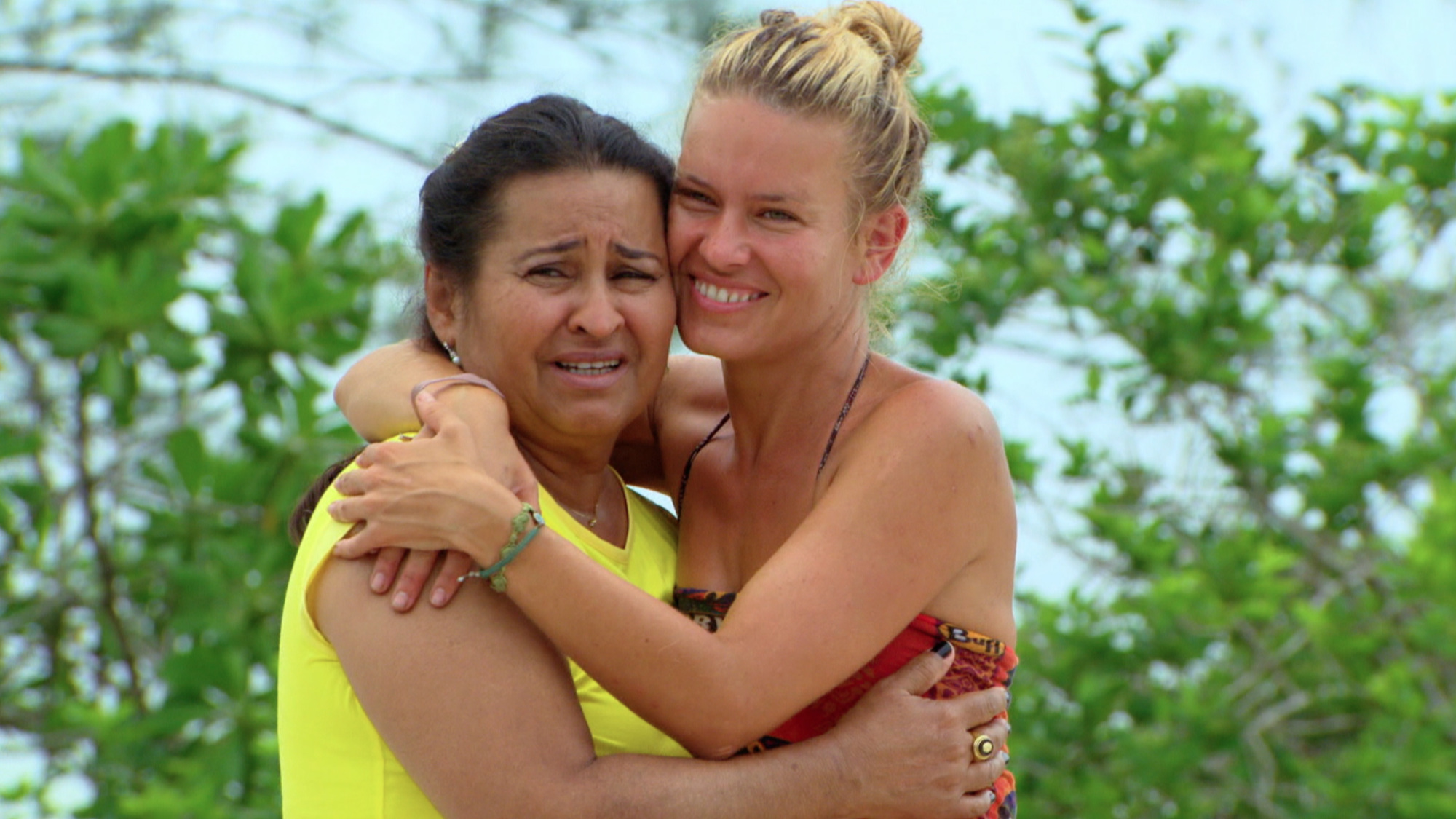 Abi-Maria Gomes embraces her mother during the family visit on Survivor: Second Chance