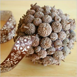 Acorn ball decoration craft | Sheknows.com