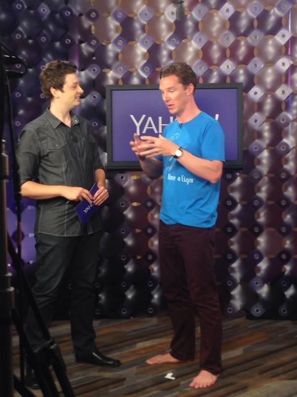 Benedict Cumberbatch barefoot at Comic-Con.
