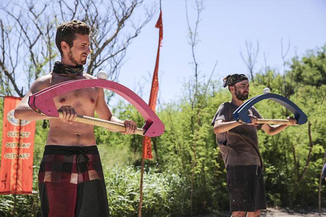 Adam Klein battles David Wright in Immunity challenge on Survivor: Millennials Vs. Gen-X