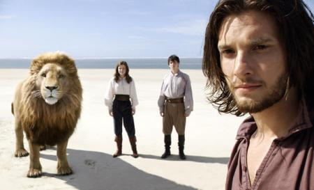 Narnia barely earns box office win