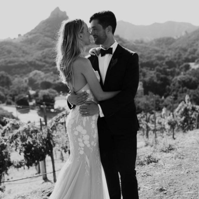 Celebrities who got married in 2017: Josh Peck & Paige O' Brien