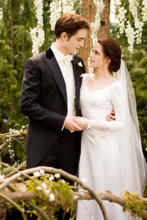 Twilight Breaking Dawn wedding dress: Disappointing?
