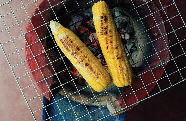 Thai grilled corn with salty coconut