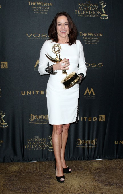 Patricia Heaton holding her Emmy