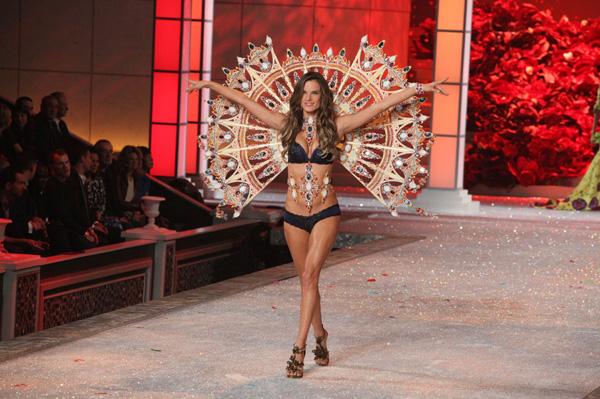 Pregnant Alessandra Ambrosio at Victoria's Secret Fashion Show