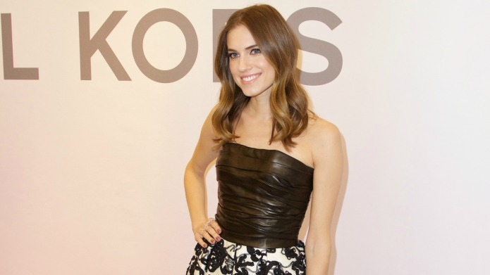 Allison Williams defends her father with