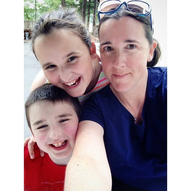 Amy and her kids | Sheknows.com