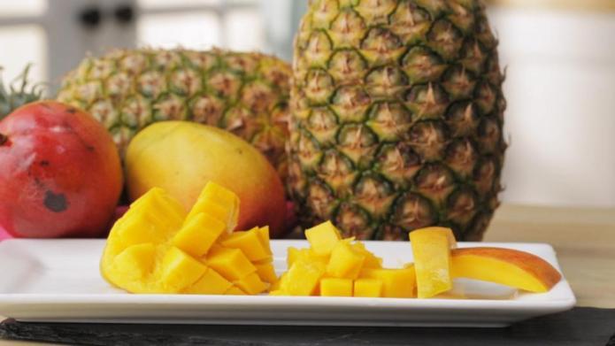VIDEO: How to cut a mango