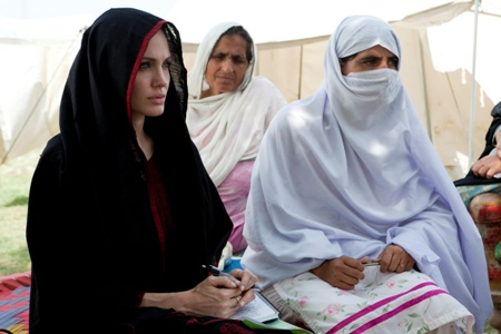 Angelina Jolie visits Pakistan's flood victims