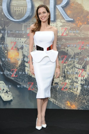 Angelina Jolie will honor her mother at wedding