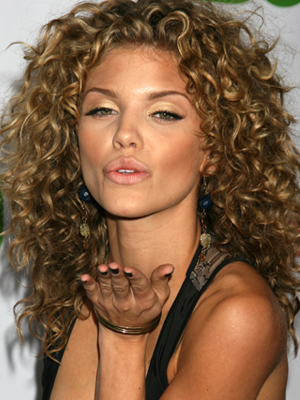 Annalynne McCord's curly hairstyle