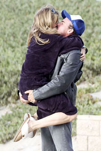 AnnaLynne McCord dating Dominic Purcell