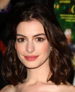 Anne Hathaway - Long bob