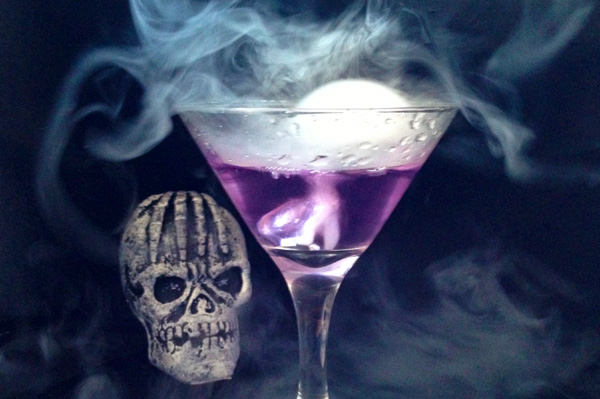 30 Halloween Cocktails & Mocktails That'll Take Your All Hallow's Eve to the Next Level: The Morphing Martini
