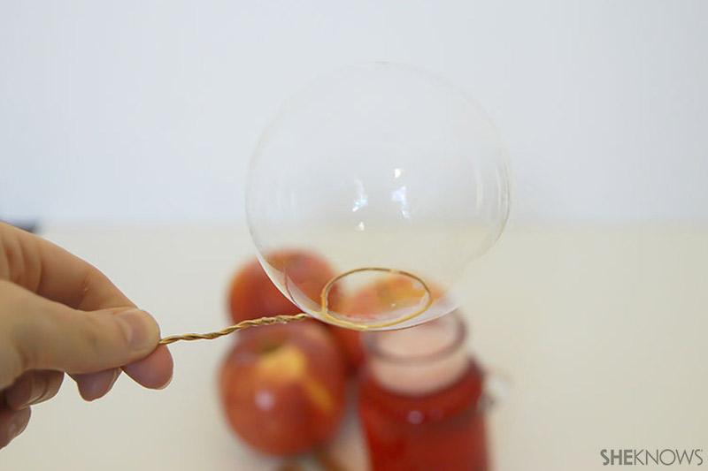 Apple Bubbles   Sheknows.com - bubble on loop