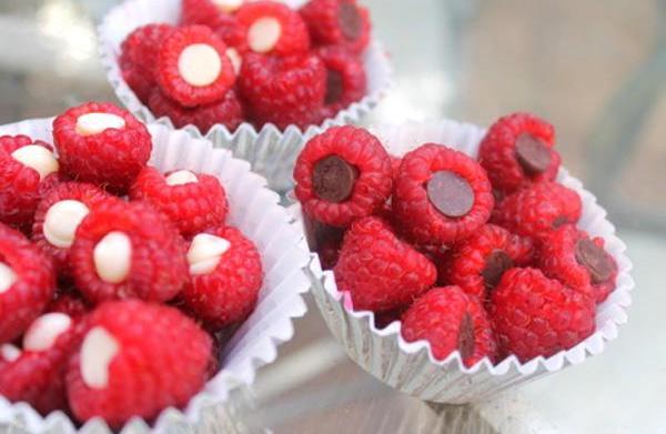 Chocolate-stuffed raspberries recipe